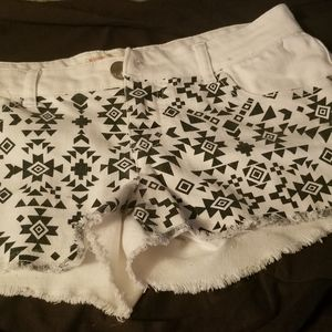 No Boundaries White Pattern Shorts Size 9